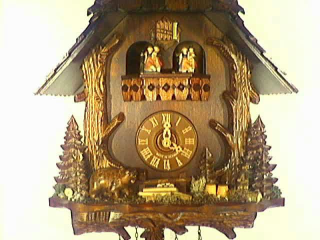 Часы с кукушкой<br>Ствол дерева, медведь, сурок