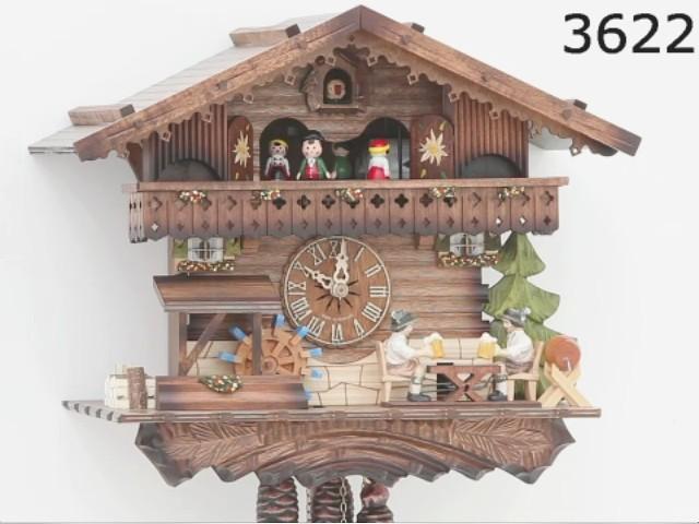 Relógio de Cuco<br>Casa da Floresta Negra com bebedores de cerveja e roda de moinho que se movem