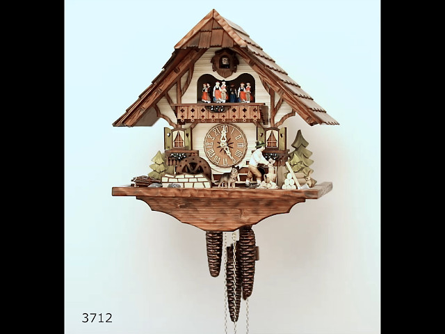 Orologio a cucù<br>Casa del taglia legno con taglialegna in movimento e la ruota del mulino si gira