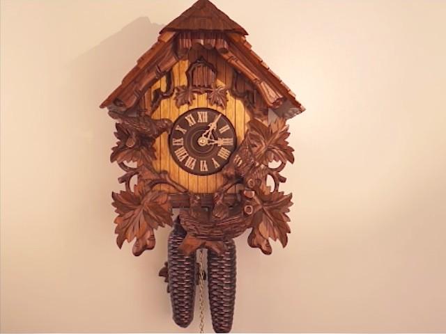 Часы с кукушкой<br>качающиеся птички, гнездо
