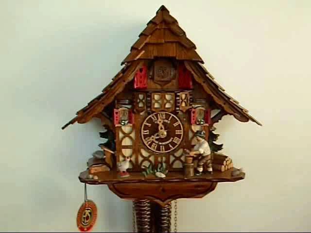 Часы с кукушкой<br>Альпийский домик с подвижным дровосеком